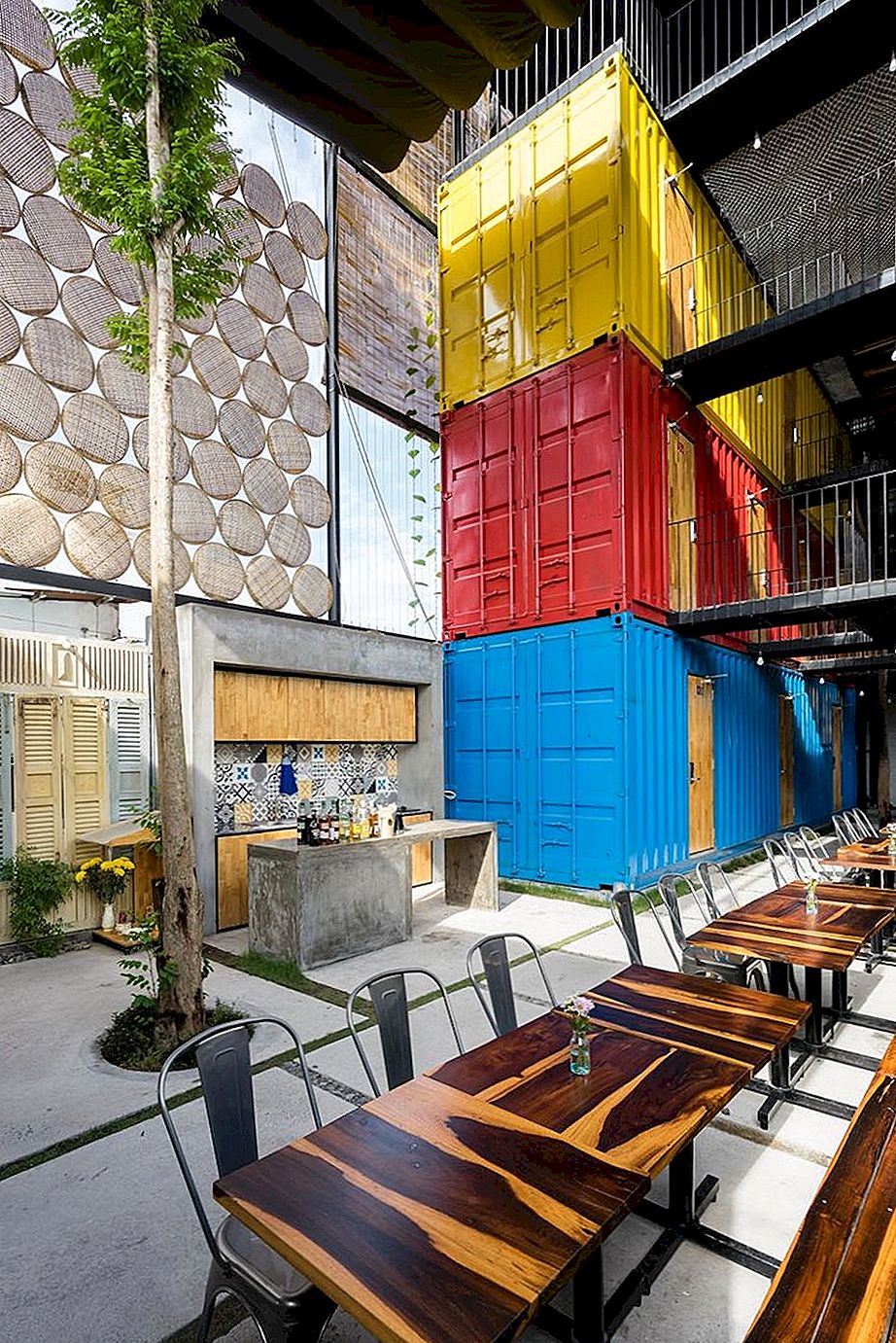 Hotel za backpackers s skupnimi spalnicami Inside Shipping Containers
