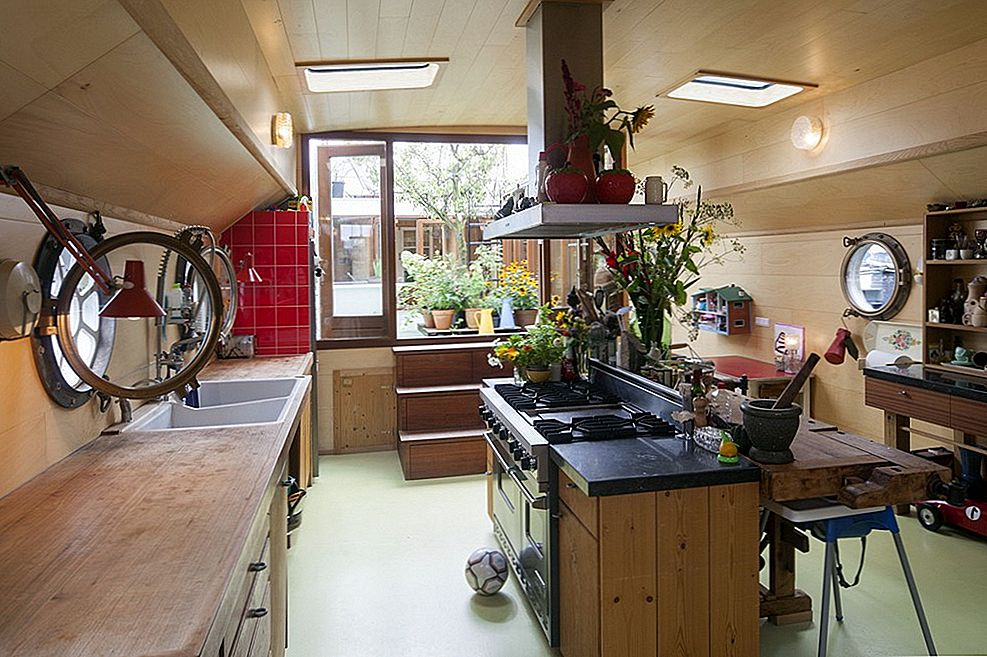 Atypical Family Home: Navigate Houseboat Amsterdam poolt BBVH Arhitektid