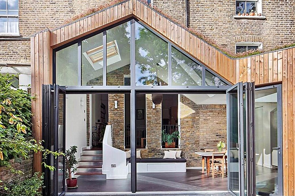 Brick Residence i London Showcases Glazed Timber Extension