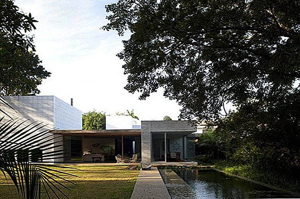 Bright and Spacious Home for Contemporary Art Verzamelaars: Yucatan House in Brazil