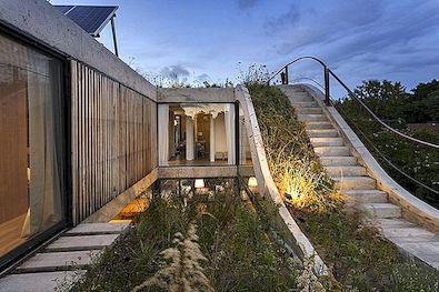 Keskkonnasõbralik maja, mis on ehitatud ümber vertikaalse aia