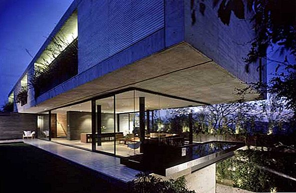 Fantastic Concrete and Glass Residence Meksikoje