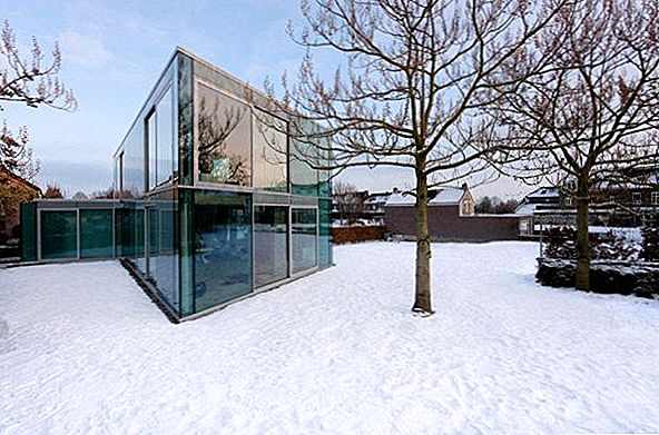 H House, Hypnotizing Glass Residence Madalmaades