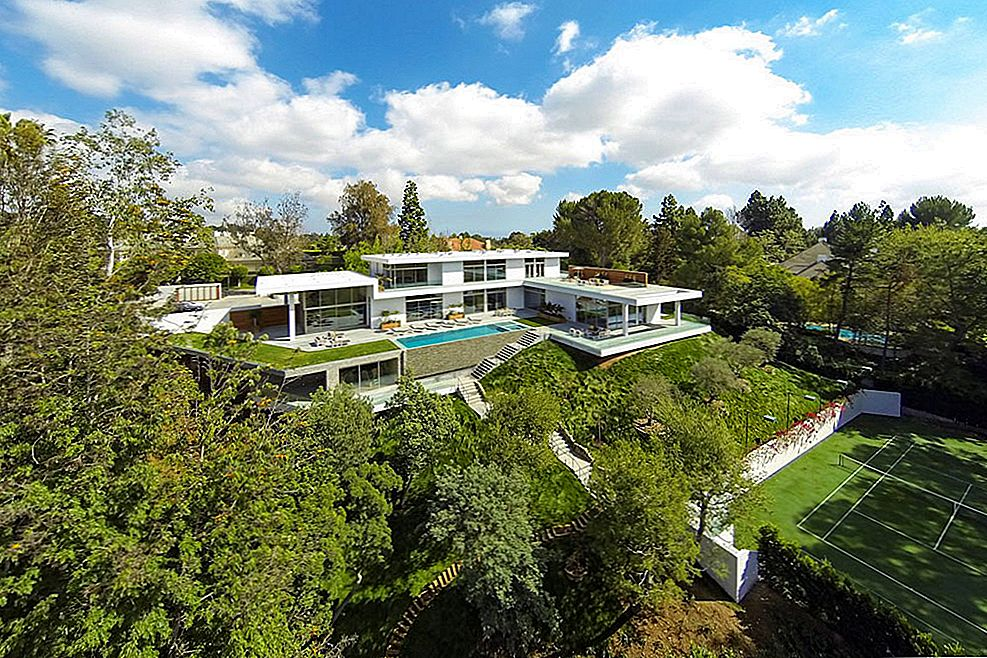 Hillside Dream Home Embedding dramatiske panoramabilder til casual californisk livsstil