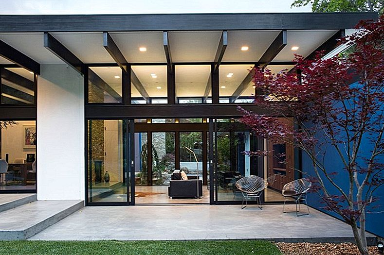 "Hillside Eichler-Inspired Residence in California: ""Atrium House"" di Klopf Architecture"