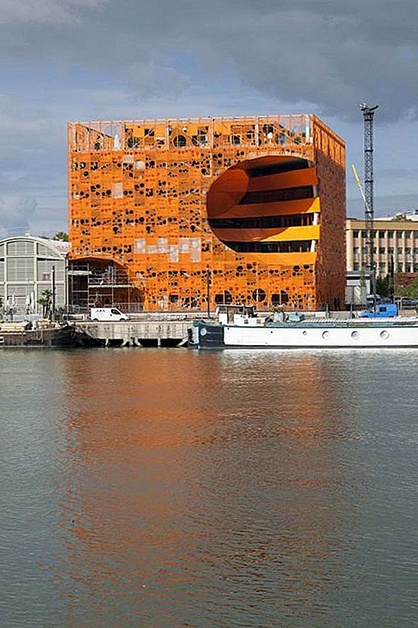 Ingenious Orthogonal Orange Cube z inovativno arhitekturo
