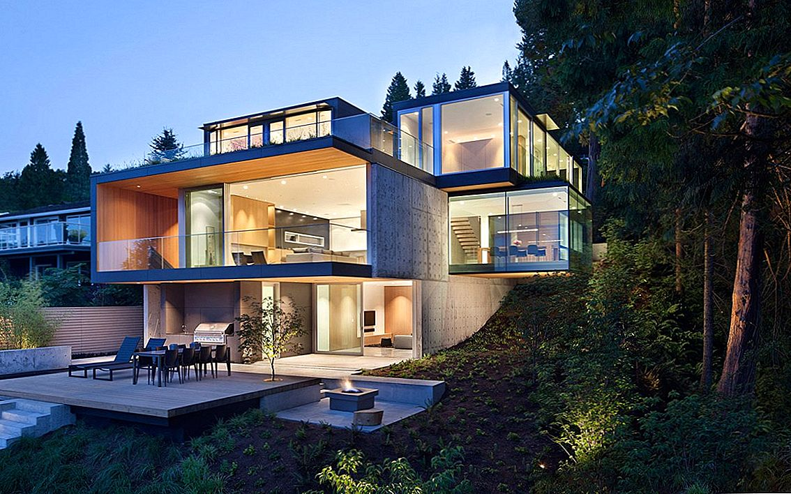 Modern Architecture Embracing Nature: Russet Residence door Slyce Design