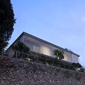 Reekti maja Tel Avivis ümber kujundas Pitsou Kedem Architects