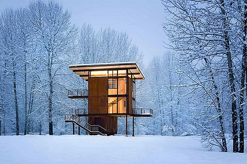 Steel Weekend Cabin on Stilts, mis on mõeldud Safe Mountain Getaways jaoks