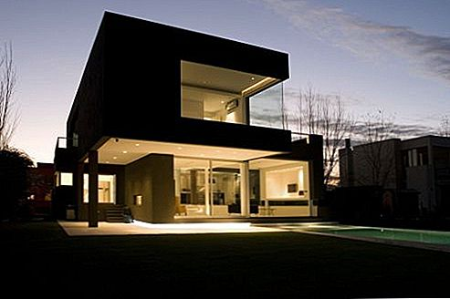 The Black House av Andres Remy Arquitectos