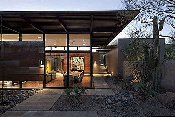 Innbydende moderne hjem i Arizona-ørkenen: The Brown Residence