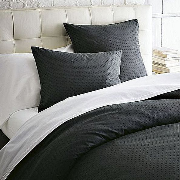 Svart Swiss Dot Duvet Cover + Shams