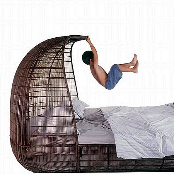 Voyage Bed Collection od Kenneth Cobonpue