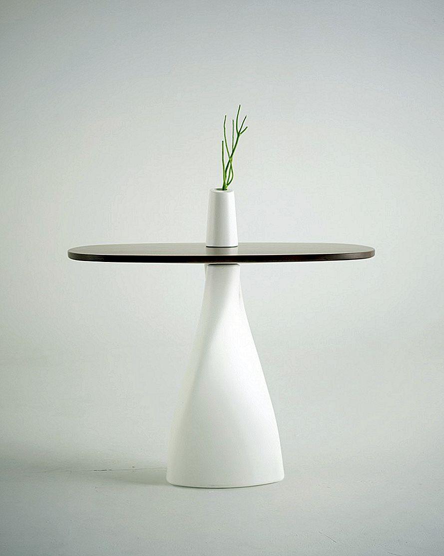 """Minimalistinis stalas ir vaza """"Fusion"""" dizainerė Anna Strupinskaya"""