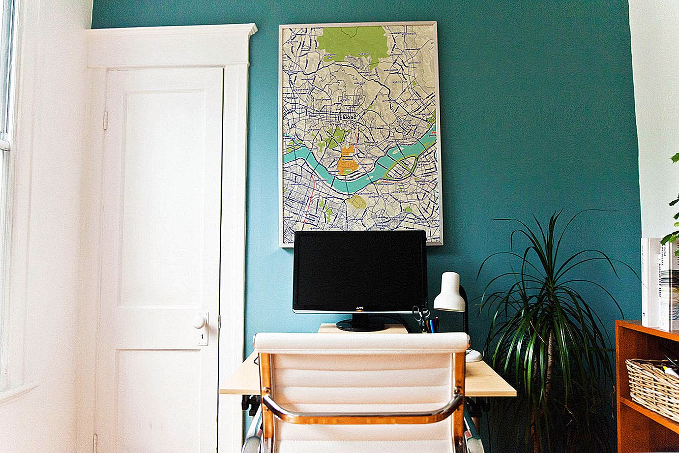 The World on your Wall with Customaps
