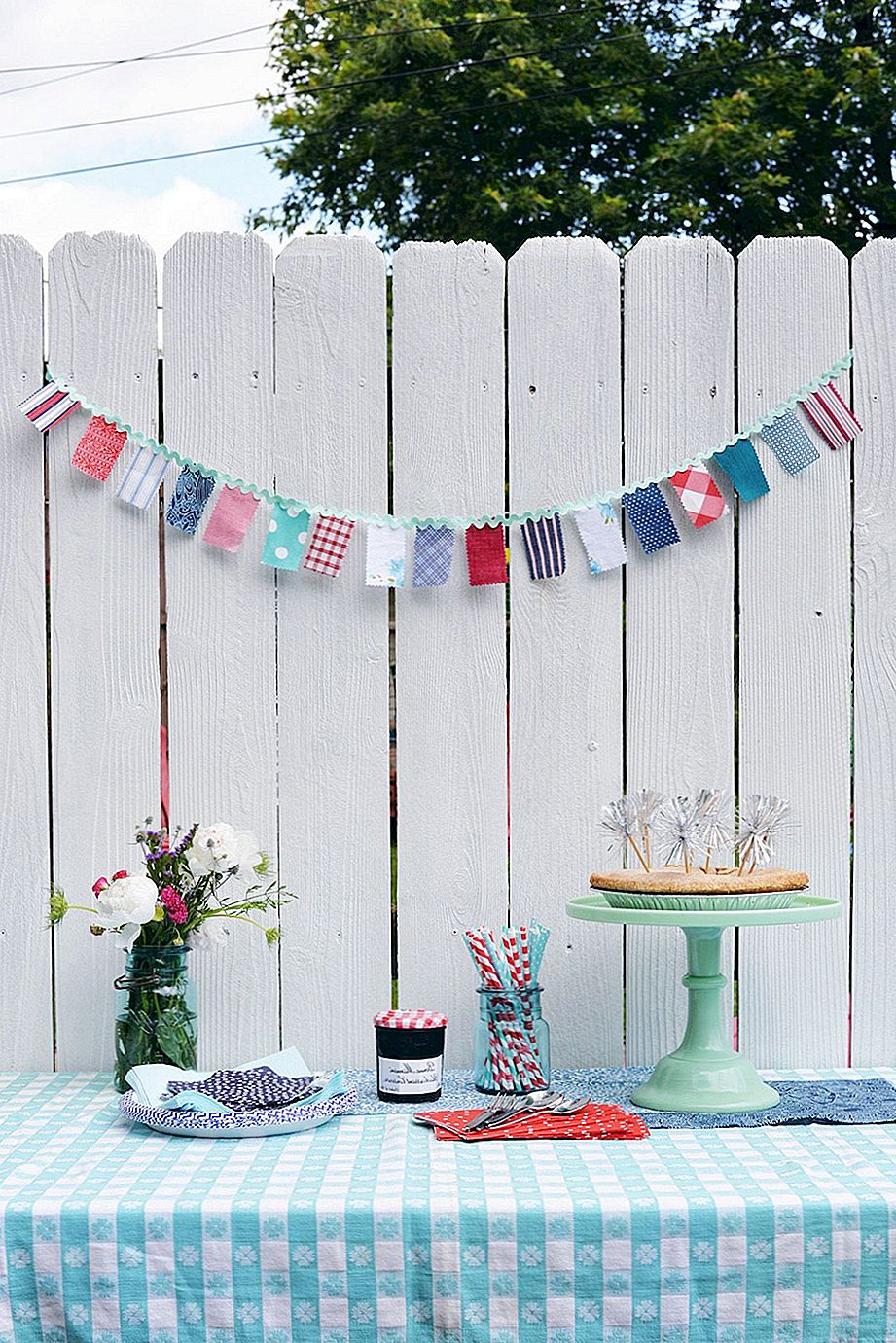 DIY Red, White ja Blue Fabric Garland