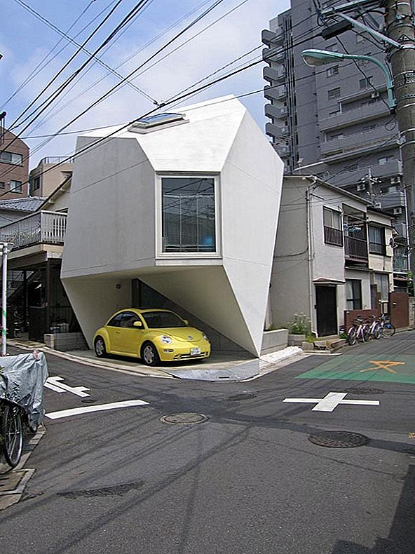 Amazing Home Breaking Architecture Rules i Tokyo Center