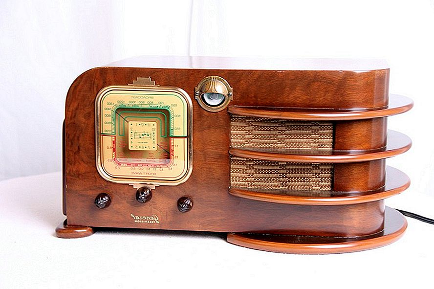 Today's Music on Vintage Radios for Art Deco and Mid-century Aficionados