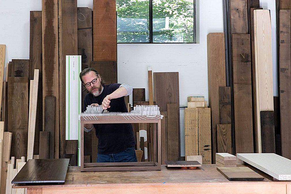 Artisan Skifter Wood Flaw Into Stunning Møbler Design Feature