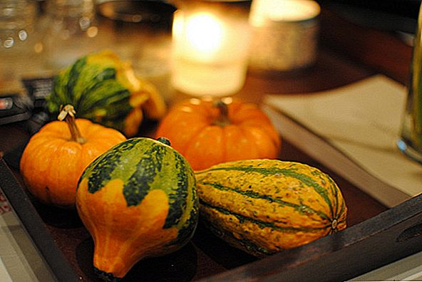 Korzystanie z Gourds For a Fall Inspired Dining Table Table